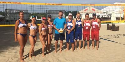Beachvolejbalová reprezentace - zleva: Pavlovová, Chladová, Žídková, Votípková, Žídek, Skopový, Boček, Žídek jr., Bambas