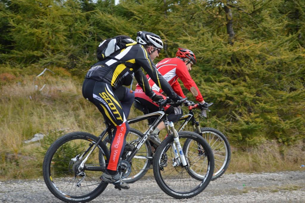 mountain-bikes-1228878_1280